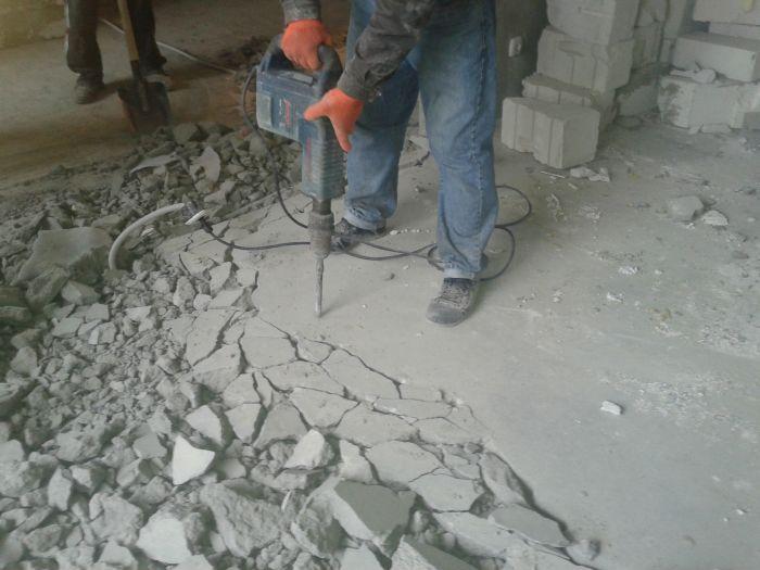 Demontáž konkrétneho odhadu podlahy